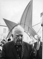 Alexander Calder at Stegosaurus sculpture dedication, Hartford, October 10, 1973
