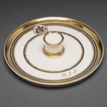Dinnerware: Serving platter for custard cups, belonging to P. T. Barnum
