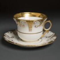 Dinnerware: Tea cup and saucer